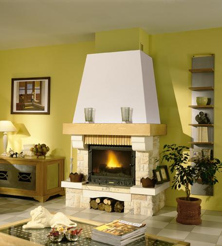 Теплый, красивый дровяной камин