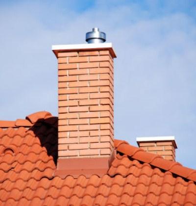 Труба над крышей дома