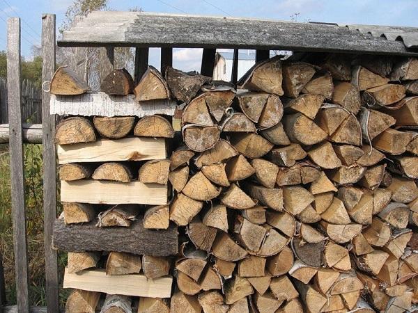 Поленница из дров