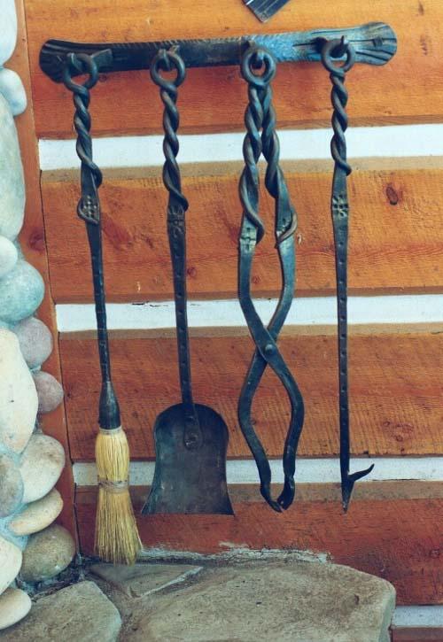 Щипцы, совок, кочерга, веник для камина